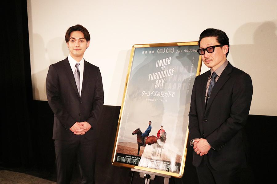 左から柳楽優弥、KENTARO監督。約1カ月に渡って、モンゴルでゲル生活をおこなって撮影