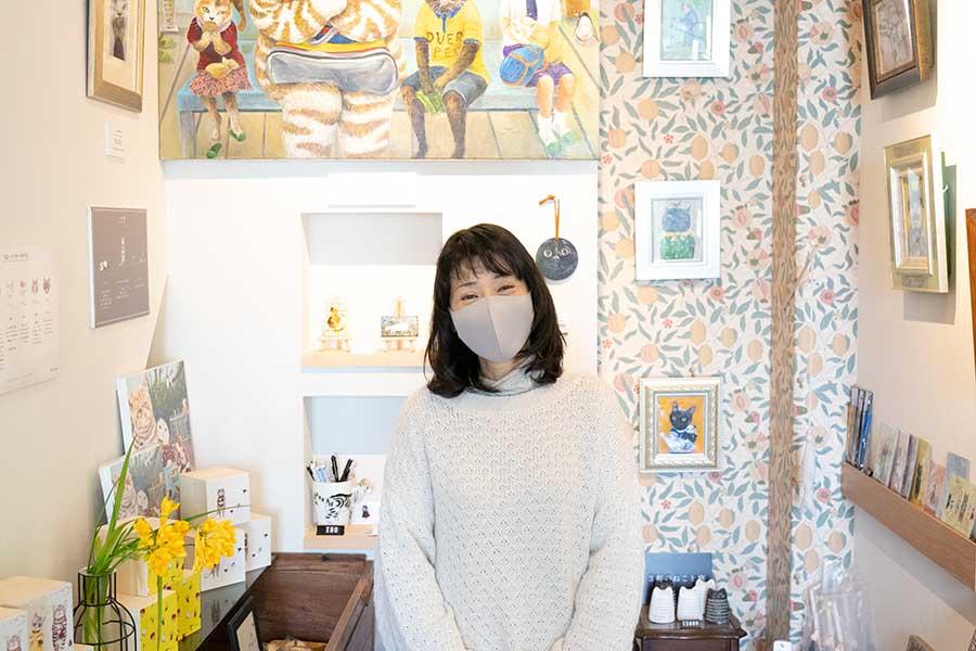 猫の擬人化オーダー絵画を描く、京都の画家・田嶋香里さん