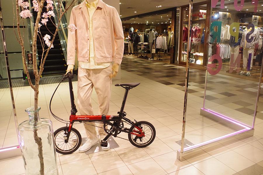 人気のDAHON・K3モデルはカジュアルな服装にもぴったり。サドルの可動域も広い