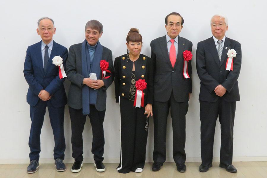 開会式に出席した面々。左から、蓑豊(兵庫県立美術館館長)、安藤忠雄(建築家)、コシノヒロコ、井上礼之(ダイキン工業株式会社 取締役会長 兼 グローバルグループ代表執行役員)、井戸敏三(兵庫県知事)