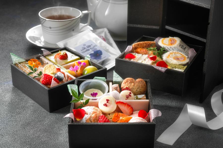 「ホテルロイヤルクラシック大阪」ではスイーツ2段、セイボリー1段、2ティーバッグ(アールグレイ)、カトラリー、おしぼり付き