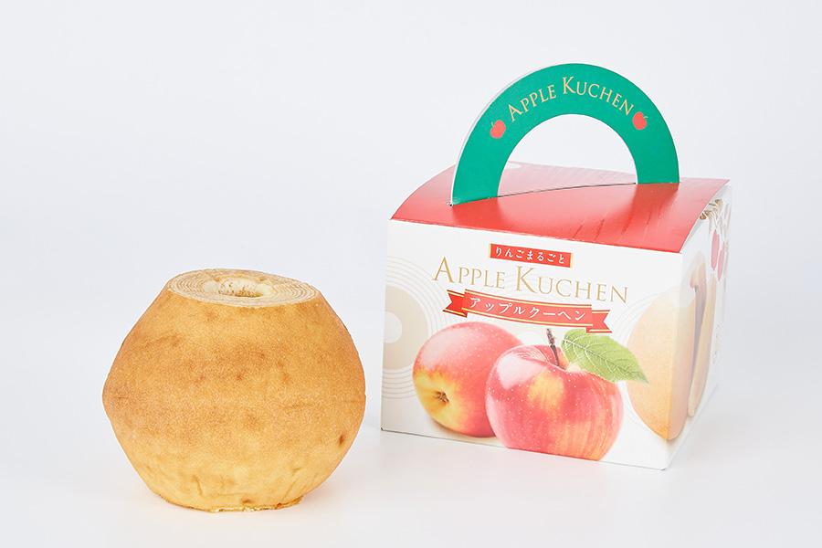 「小向製菓」(青森県)のアップルクーヘン。なかには丸ごとのりんご入り