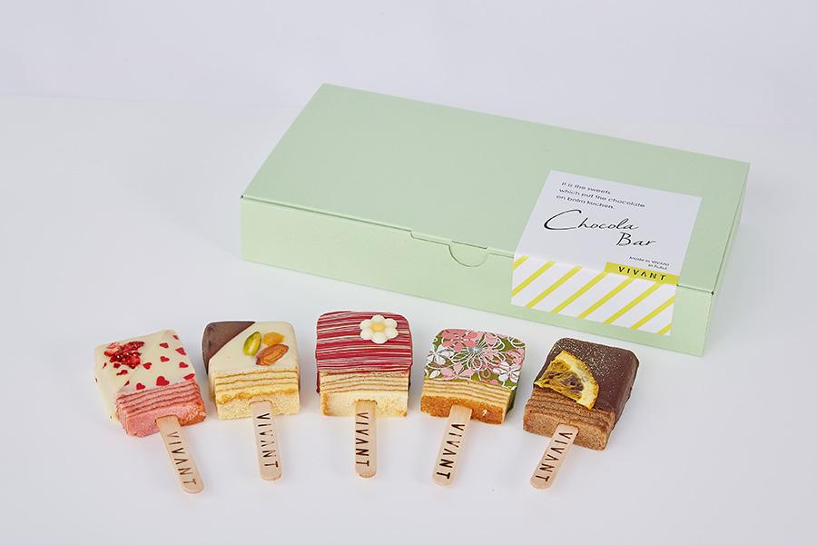 「VIVANT」(福井県)のショコラバー5本セット。チョコレートでコーティングし、キャンディー型に