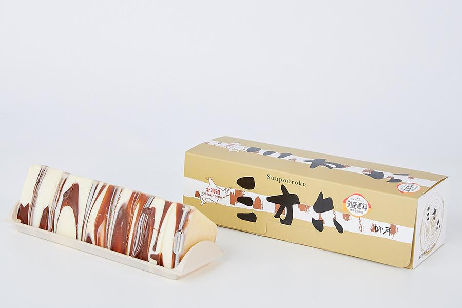「柳月」(北海道)の三方六。ミルクチョコとホワイトチョコで、白樺を表現。十勝産100%の小麦粉を使用