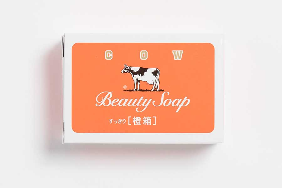 「牛乳石鹼」がアパレルブランド「BEAMS JAPAN」とのコラボ第2弾を発表。「カウブランド橙箱」(407円)