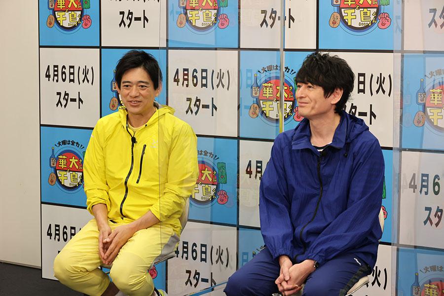 会見を開いた博多華丸・大吉の華丸(左)、大吉