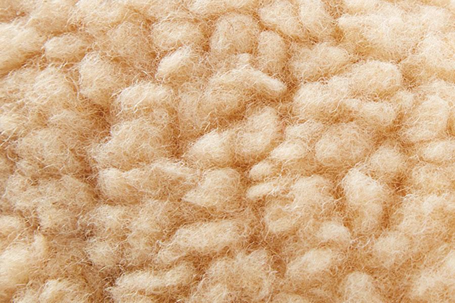 真っ白じゃない、リアルな羊の毛を再現