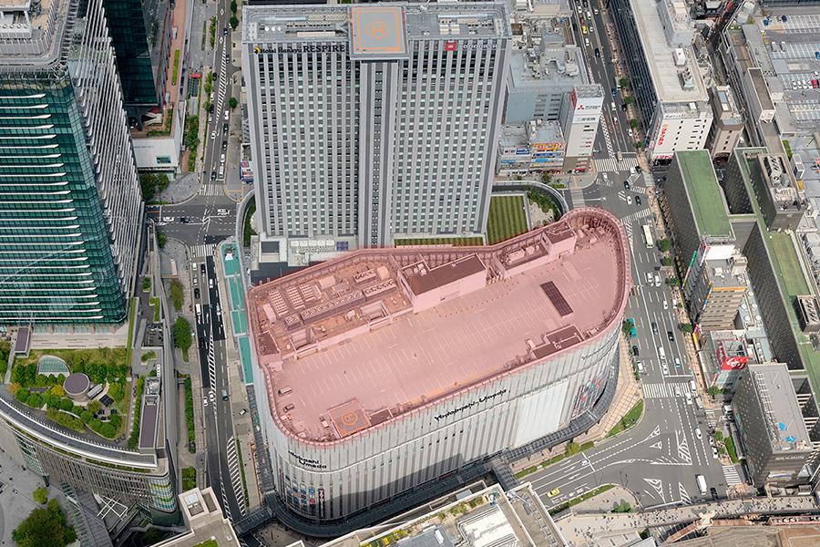 「ヨドバシカメラマルチメディア大阪」の屋上を合わせて、新施設「LINKS'KY GARDEN」に