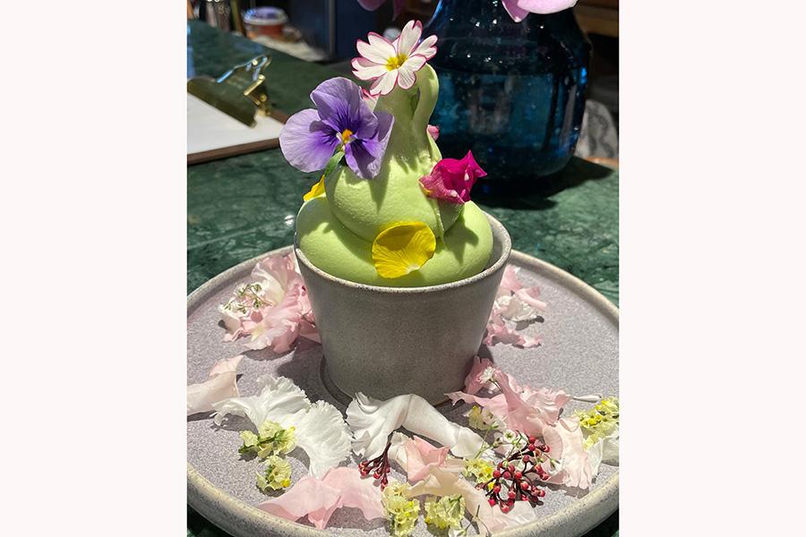 蘭のフレーバーのオーキッドソフトクリーム600円