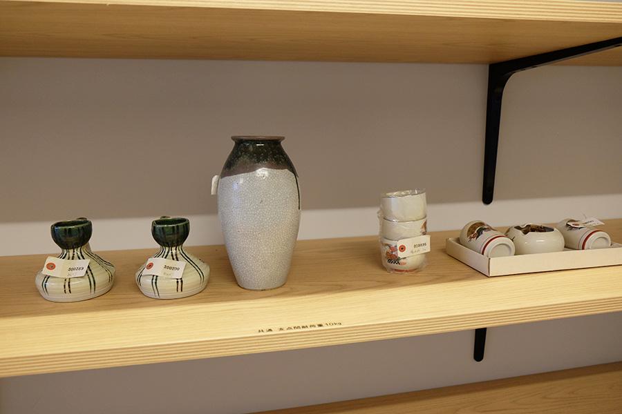 ごみ処理場に持ち込まれた品物の中から選定された、ダメージが少ない物品を無償で持ち帰れるリユースステーション