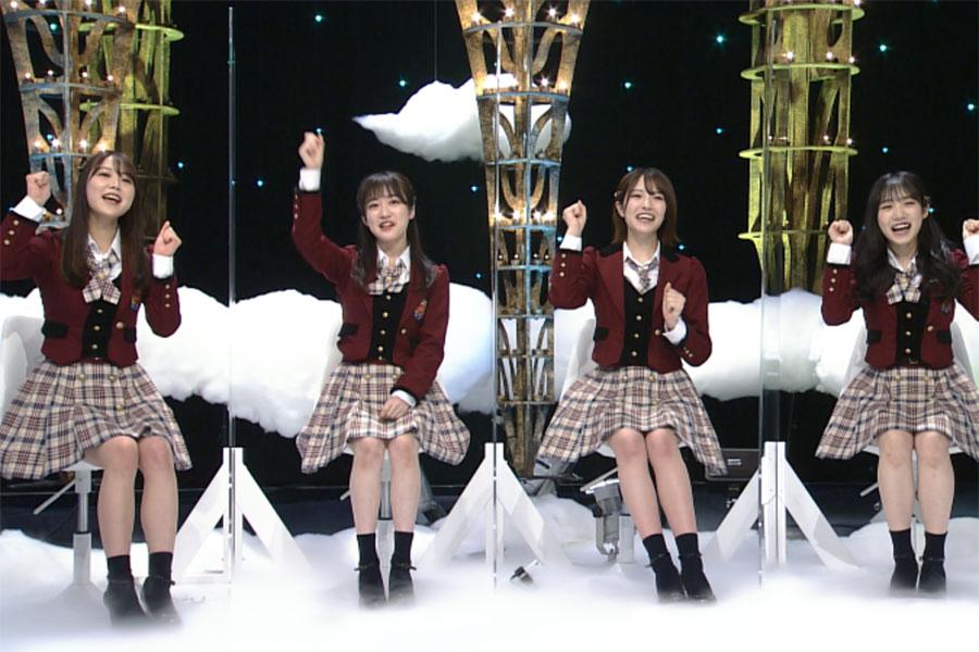レポートに挑戦するNMB48(左から白間美瑠、川上千尋、小嶋花梨、横野すみれ)(C)ABCテレビ
