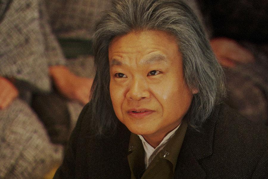 稽古場にて、万太郎(板尾創路)と話しをする千之助(星田英利)(C)NHK