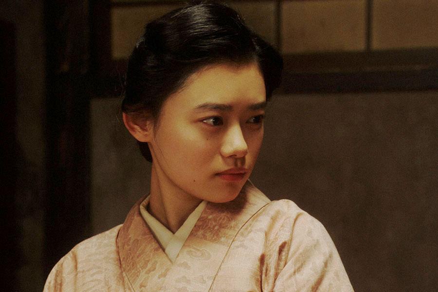 天海家にて、一平(成田凌)と話しをする千代(杉咲花)(C)NHK