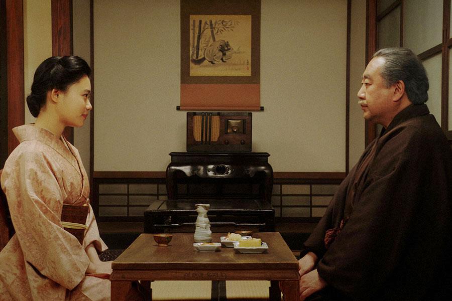 岡福にて、鶴蔵(中村鴈治郎)と話しをする千代(杉咲花)(C)NHK