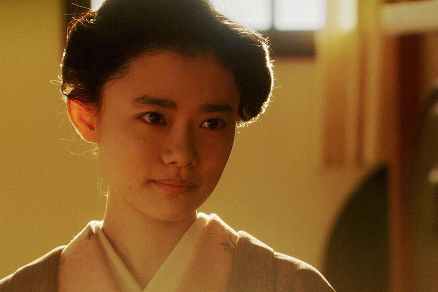 稽古場にて、一平(成田凌)と話しをする千代(杉咲花)(C)NHK