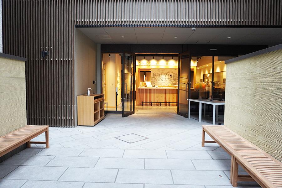 地下鉄京都市役所駅から徒歩約2分の場所にオープンした「OMO5京都三条」