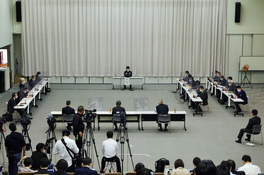 「大阪府新型コロナウイルス対策本部会議」の様子(4月7日・大阪府庁)