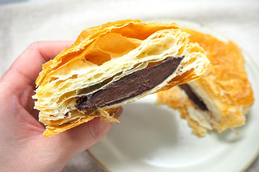 サクサクとしたパイの食感、なめらかなミルクチョコレートがまさにパイの実!