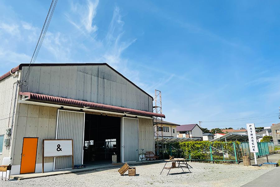 淡路島の新観光スポットに、カフェ併設のオーダー家具店