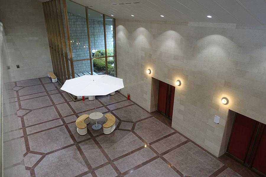 照明やベンチは、信楽を拠点にするNOTA&designと協働して作成