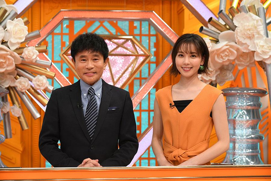 左からMCの浜田雅功、アシスタントのヒロド歩美(ABCテレビアナウンサー)(C)ABCテレビ