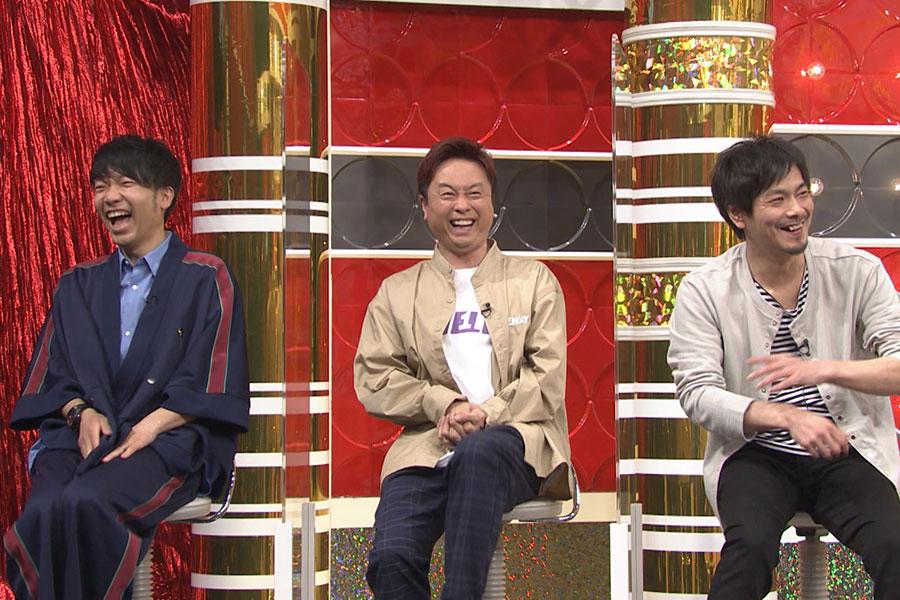 スタジオメンバー(左から、アキナ・秋山、次長課長・河本、井上)(写真提供:MBS)