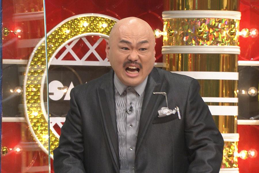 コーナー名物キャバクラ漫談を披露するクロちゃん(写真提供:MBS)