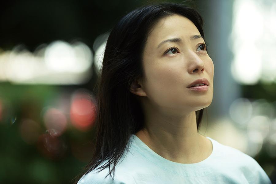 息子2人を育てるなかで、夫と少しずつすれ違ってしまう石橋留美子役を演じる菅野美穂。(C)2021「明日の食卓」製作委員会