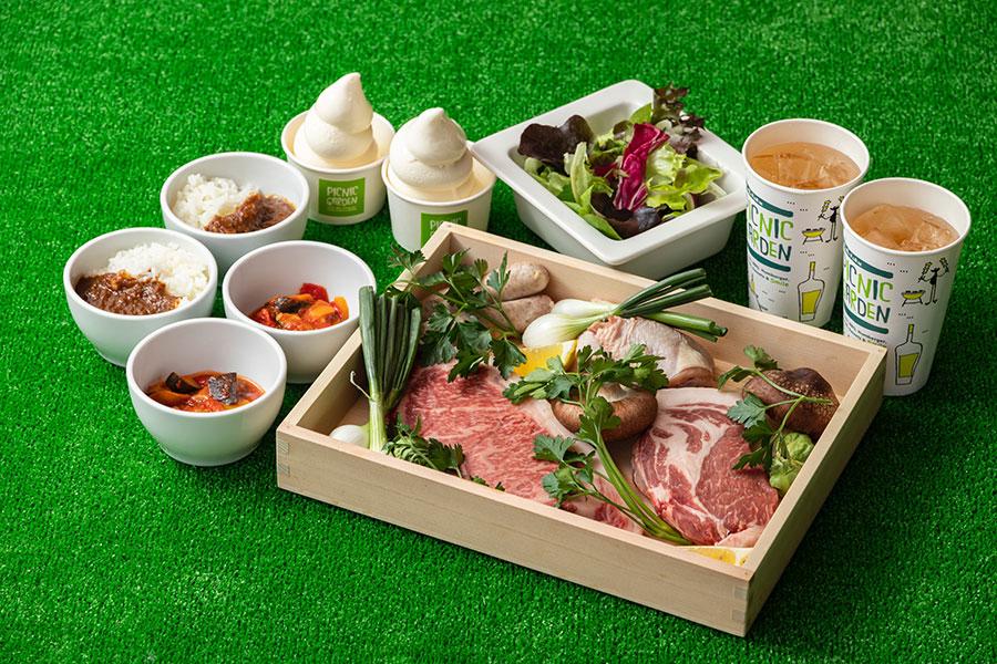 BBQのAプランは淡路牛ロース肉、淡路ポーク、淡路鶏モモ肉、もち豚ソーセージに、 季節の焼き野菜、1ドリンク、1デザートで1人前5800円