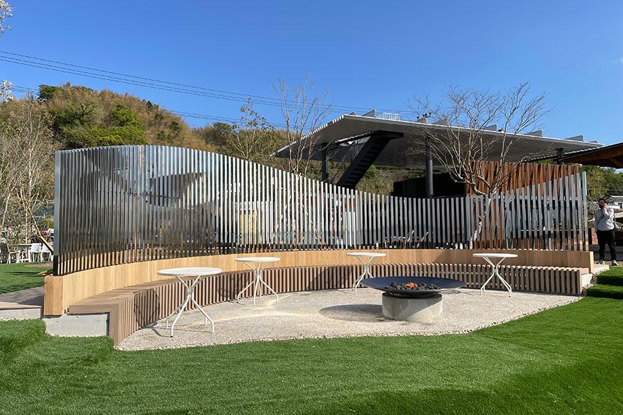 淡路島の海景楽しむ、手ぶらBBQ&ピクニックの芝生広場