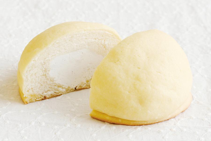 メロンパンの中に、生クリーム入りのミルクバニラクリームin。バニラの風味が豊かに香る、一番人気のフレーバー「ミルクバニラ」