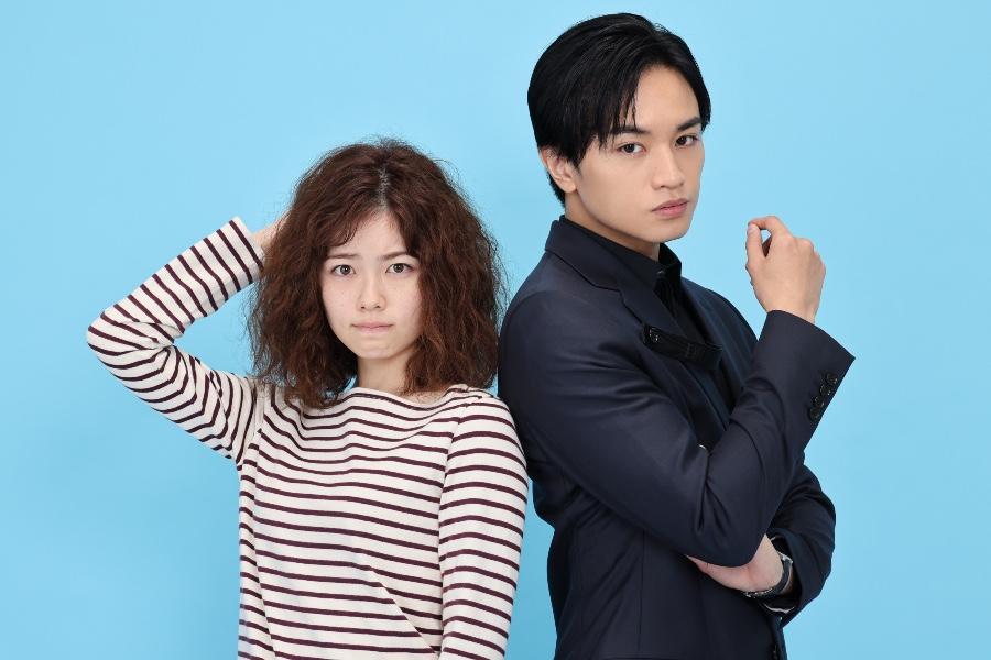 新ドラマ『彼女はキレイだった』に出演する小芝風花(左)、中島健人 (C)カンテレ