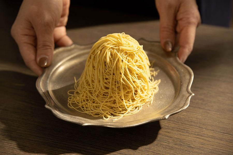 モンブランは1人1皿、ブッフェだからといってミニサイズではなく通常サイズで提供
