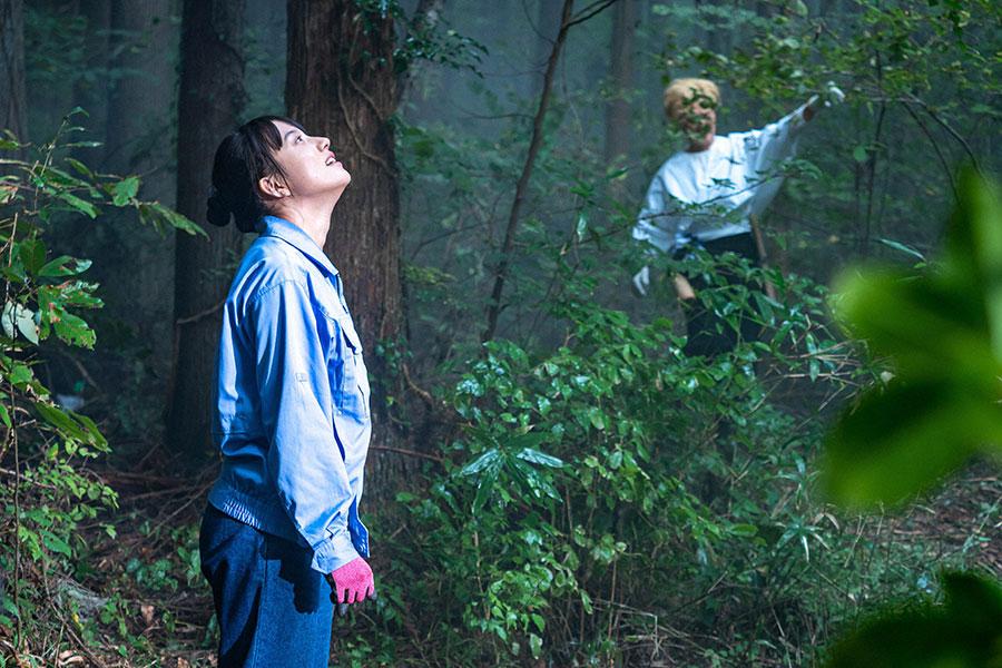 森林組合の見習い職員として働き始める百音(清原果耶)(C)NHK