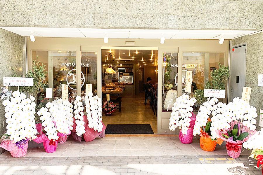 従業員8人全員が通勤しやすく、地元のお客さまに親しまれるお店を…と探した物件の管理人さんも元パルナスの社員さんだったとか。縁のある場所で開店