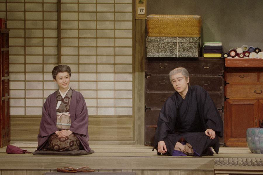 芝居をする千代(杉咲花)と一平(成田凌)(C)NHK