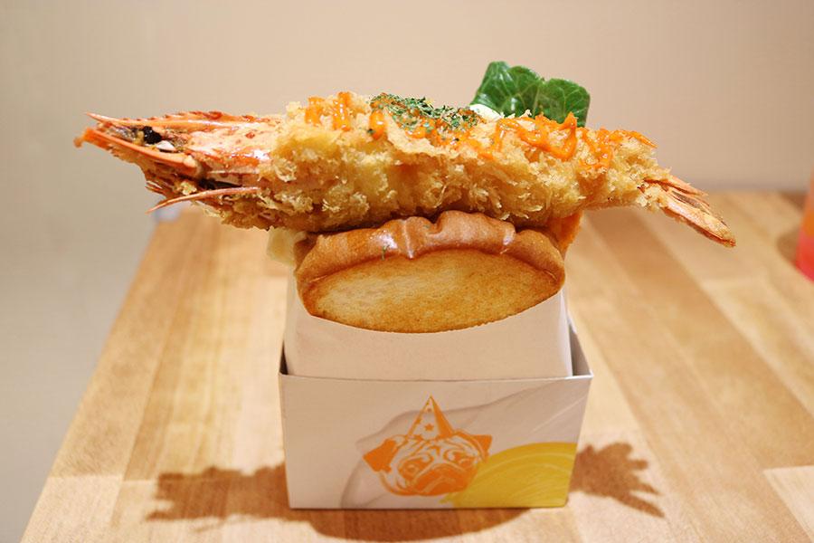 エビフライがドンッ、大阪に韓国で人気のエッグサンド専門店