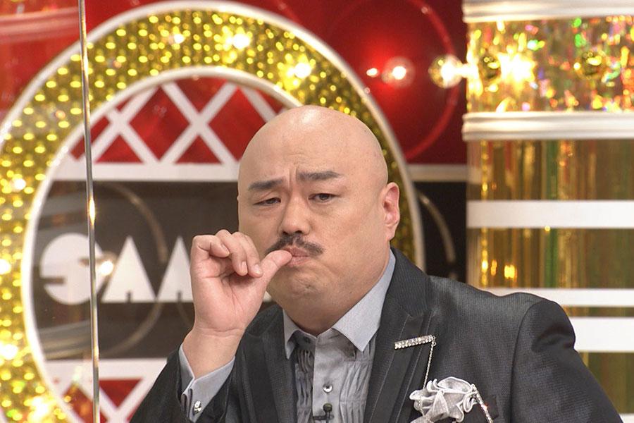 番組に出演したクロちゃん(写真提供:MBS)