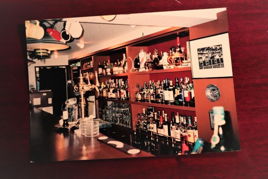 何度か移転をしたあとの、最後の「サヴォイ」の店内。写真左上の照明は、今は森﨑さんの「サヴォイ オマージュ」に