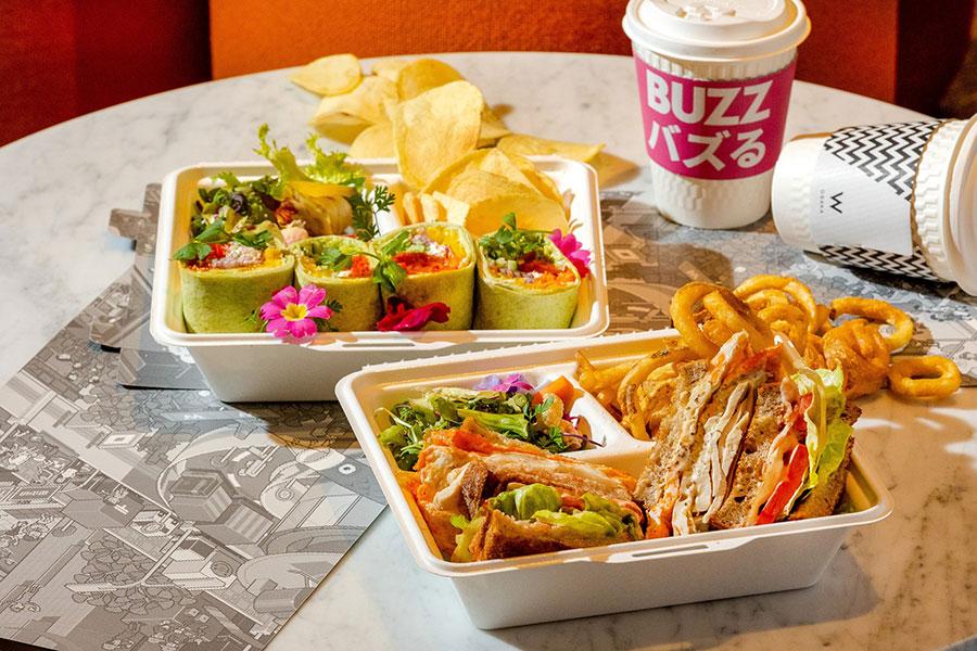甲斐路軍鶏ムネ肉とハーブ卵のクラブハウスサンドイッチ3300円、トルティーヤと野菜のラップサンドイッチ ヨーグルトソース3300円、共に予約不要。サラダ、リングポテトなどのサイドメニュー、ドリンク(コーヒー又は紅茶)付き