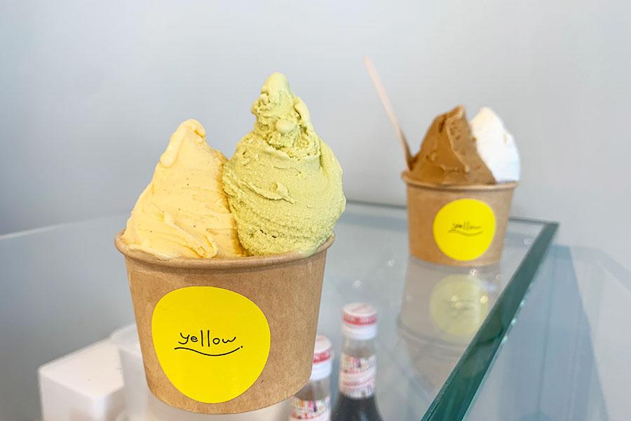 ジェラートはシングル450円、ダブル550円。左は、神戸元町店限定の「カプチーノ」と「塩ミルク」、右は定番人気の「カスタード」と「ピスタチオ」