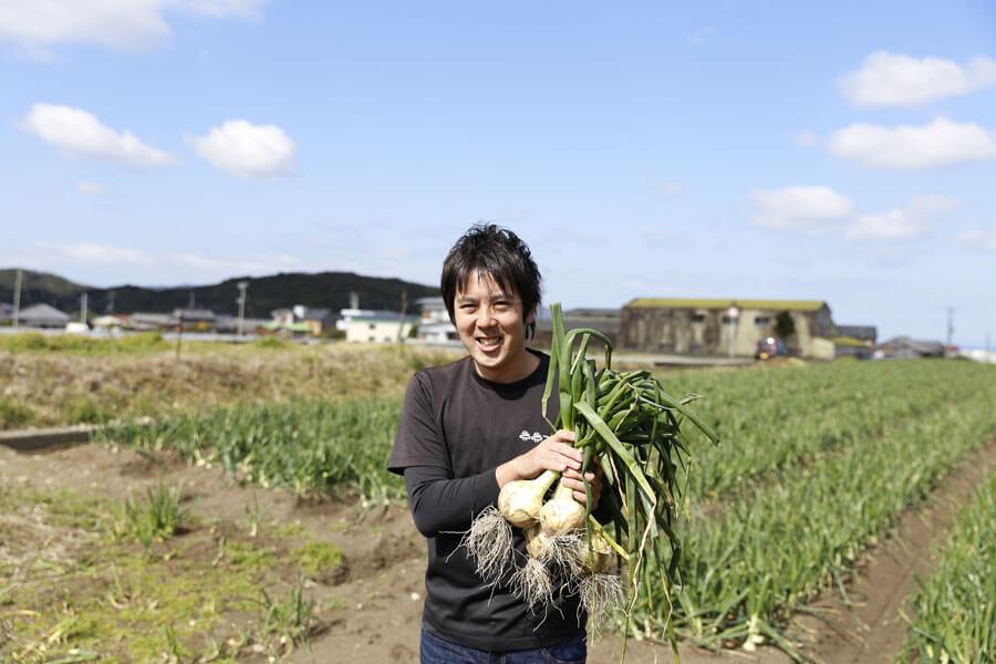 「目指すのは、日本一おいしい淡路島たまねぎを作ること。従来の農家という枠組みにとらわれず、土からキッチンまで視野に入れながら育てています」と話す「2525ファーム」代表の迫田瞬さん