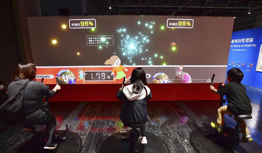 自転車に乗って体感する「特殊相対性理論」、名古屋会場(名古屋市科学館・2021年)の様子