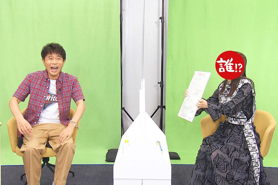 番組MC・浜田雅功(左)、ゲスト(写真提供:MBS)