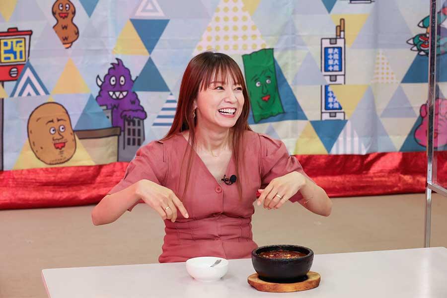 「激辛対決」に登場した鈴木亜美(c)カンテレ