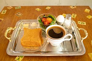 人気カフェの姉妹店リニューアル、食パンに純喫茶風メニュー