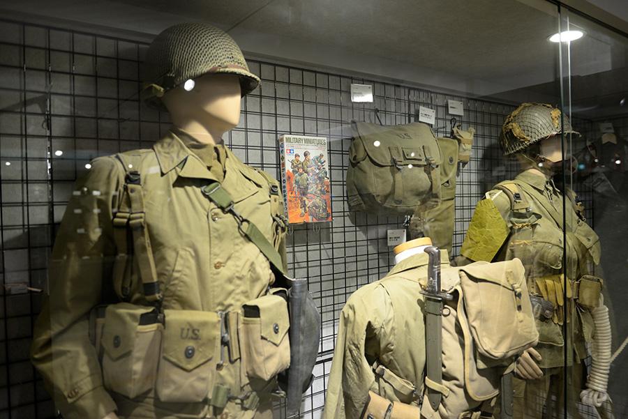 世界各国の軍服や戦車などが並ぶ「センムのミリタリーコレクション」