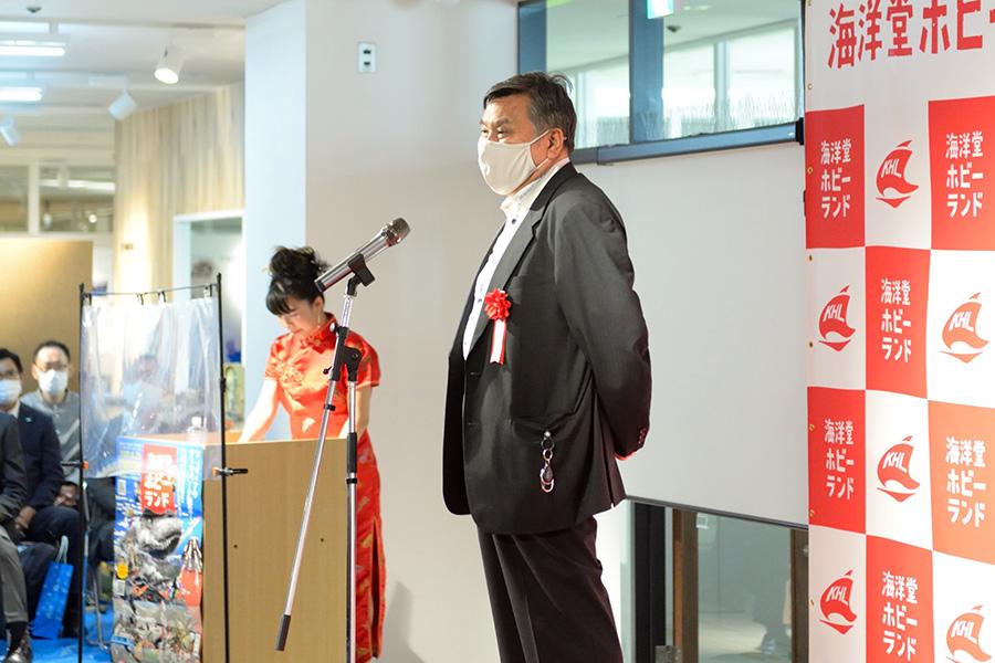 宮脇館長の息子である宮脇修一センムは、文化人として吉本興業に所属し、自身のYouTubeチャンネルも持つ