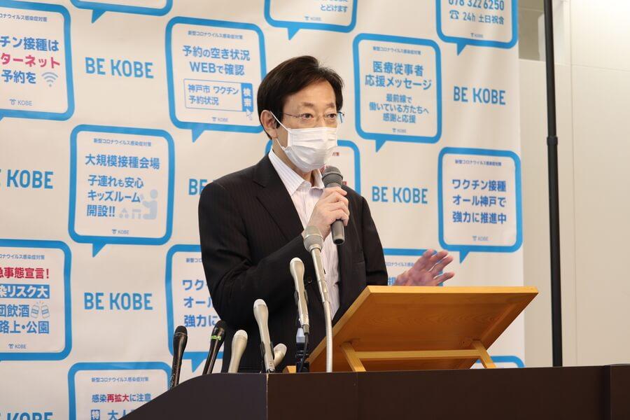 神戸駅前の再整備について説明する久元喜造神戸市長(6月10日・神戸市役所)