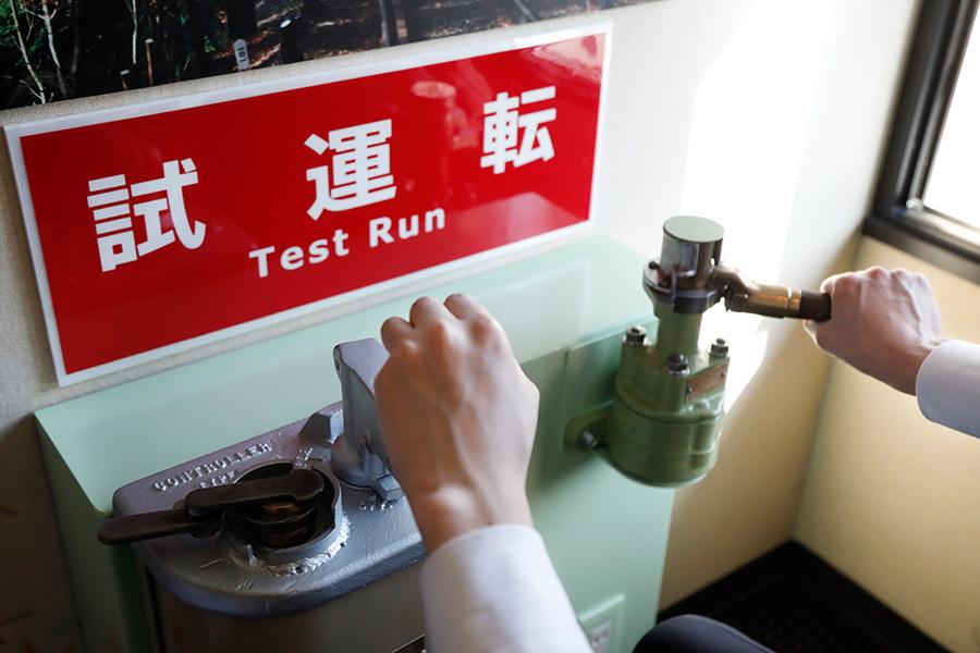 「叡山電車トレインルーム」では、車両の速度を制御するマスターコントローラー(通称マスコン)があるのが魅力